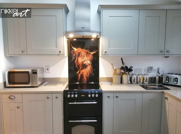 Highlander écossais sur le mur arrière de la cuisine
