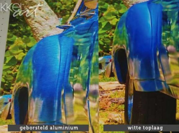 Aluminium avec finition blanche ou Aluminium brossé